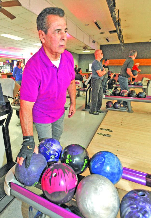 1115_senior_bowling_dw_03
