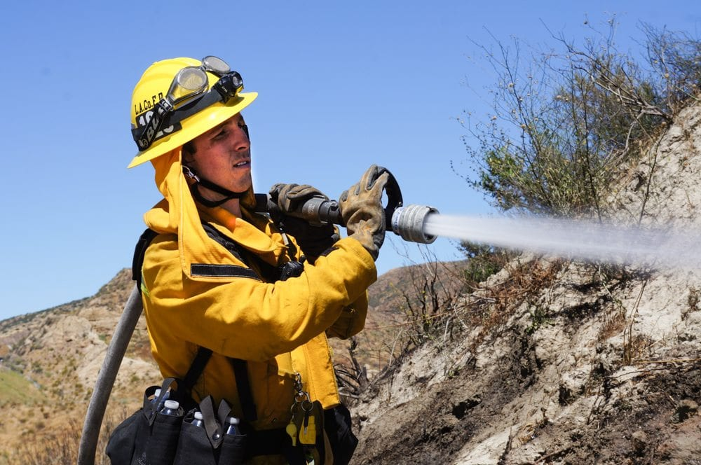 Firefighters respond quickly to reports of fire in 2 spots at Sand Canyon