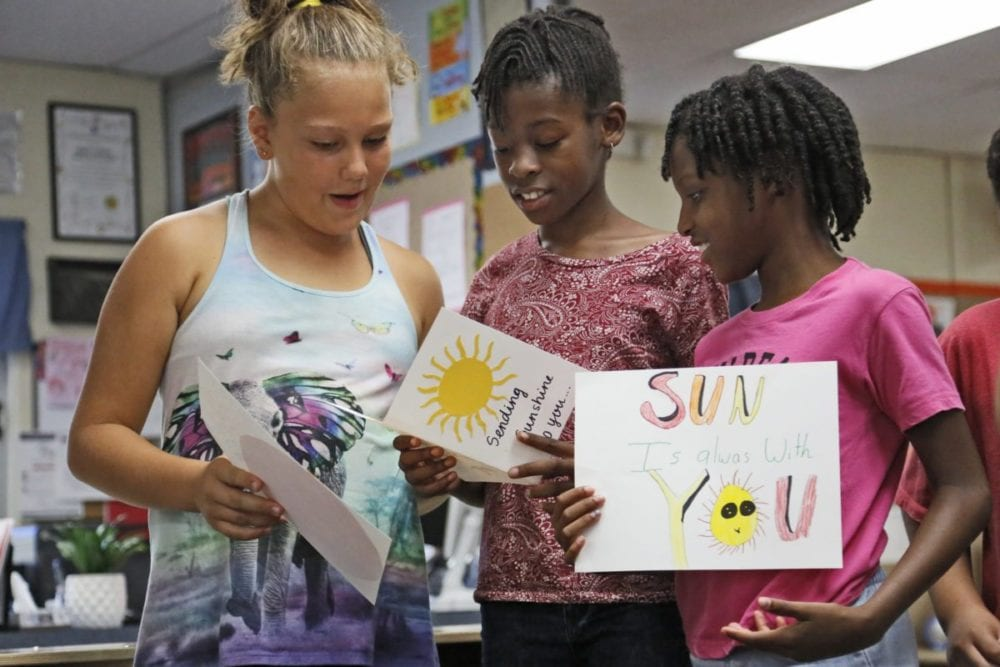 Rio Vista students write notes of encouragement to Harvey victims