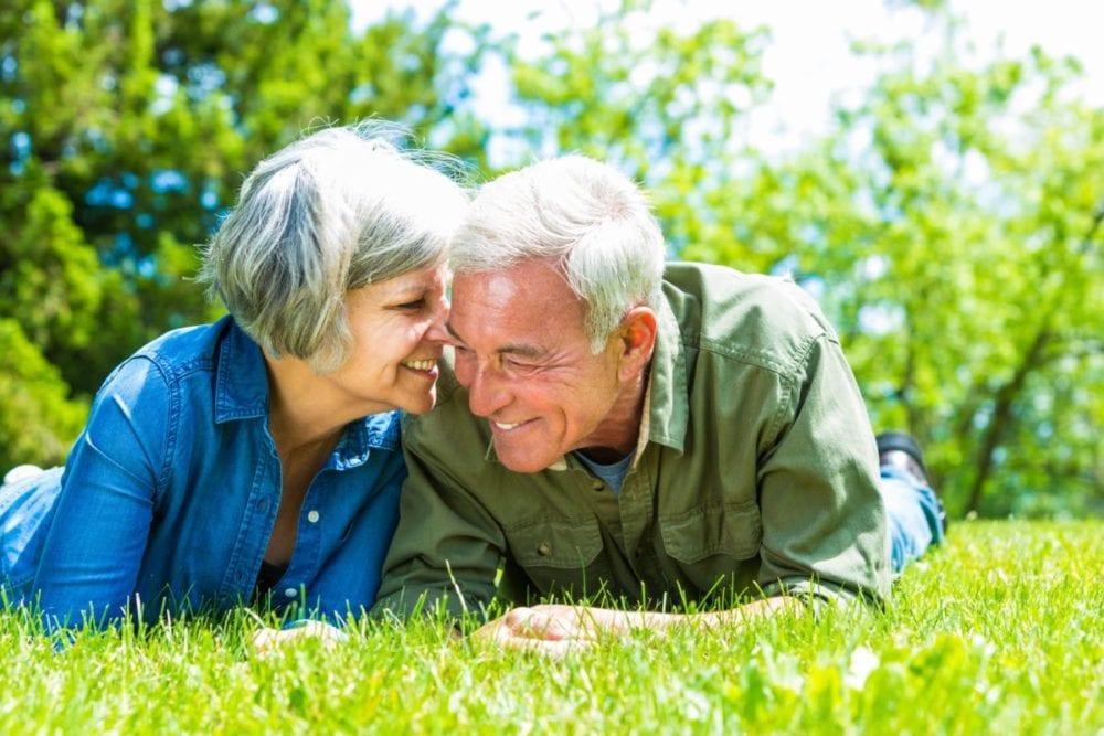 Senior Calendar_couple_on grass