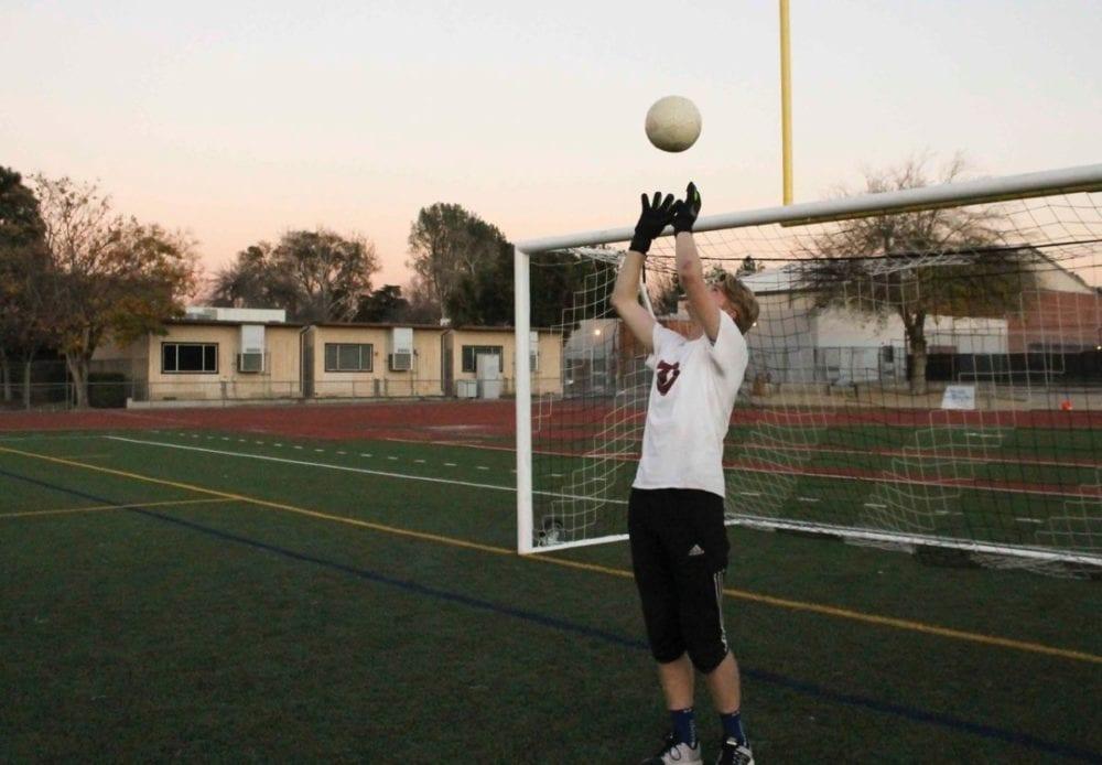 0131_sports_boys_soccer_hart_jt_HS_02_web