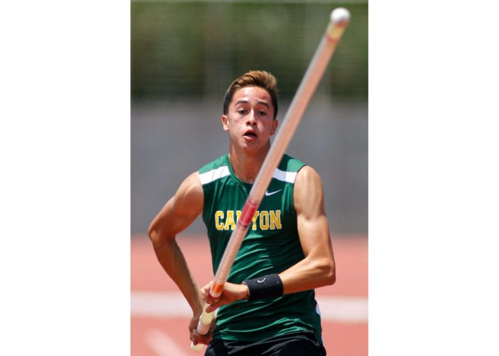 0526_sports_track_canyon_vaulter