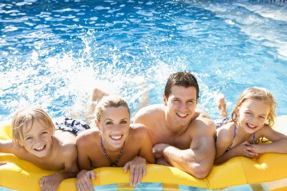 MC_Summer_PoolSide_Family_Splashing