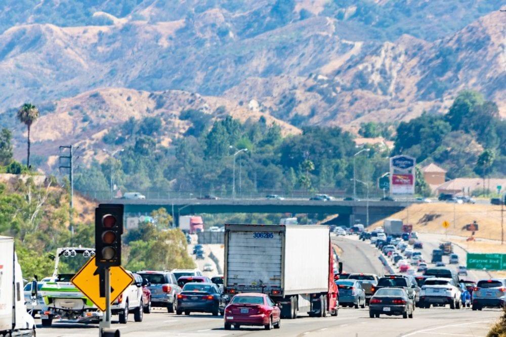 Two overturned vehicle crashes cause nightmarish traffic on I-5 ...