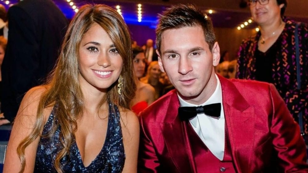 10 Beautiful Wives of Football Players