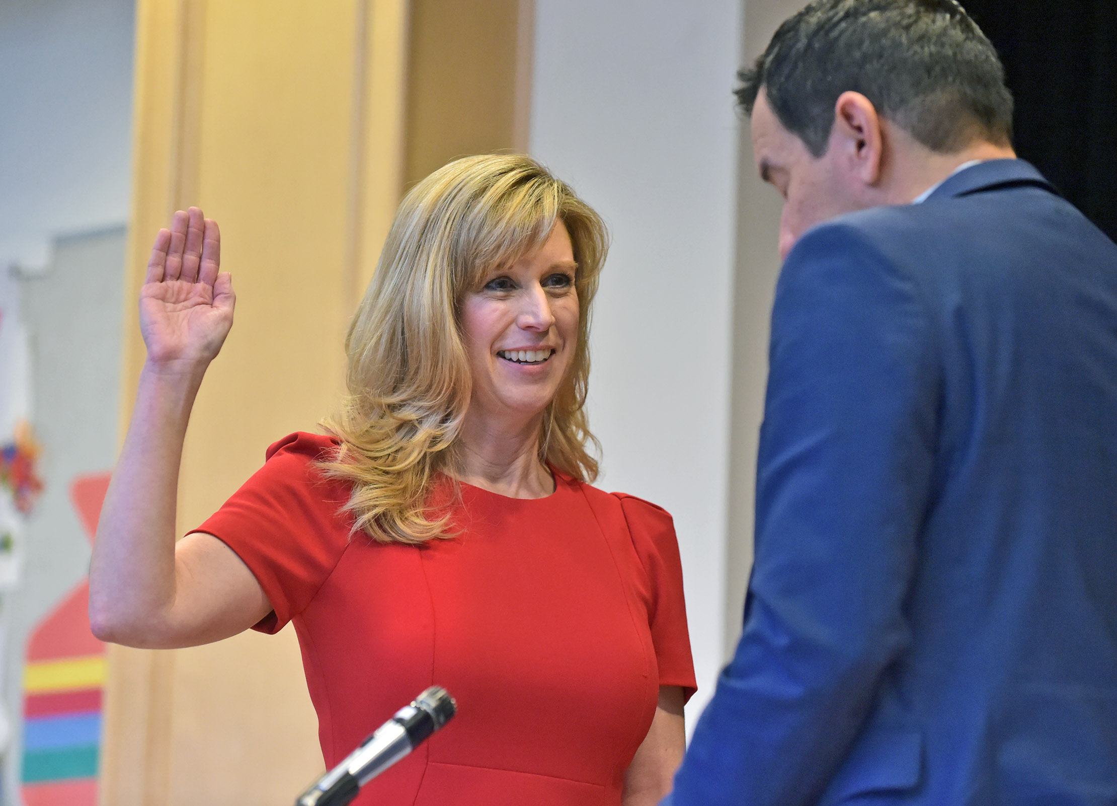 Smith holds community town hall, swearing in