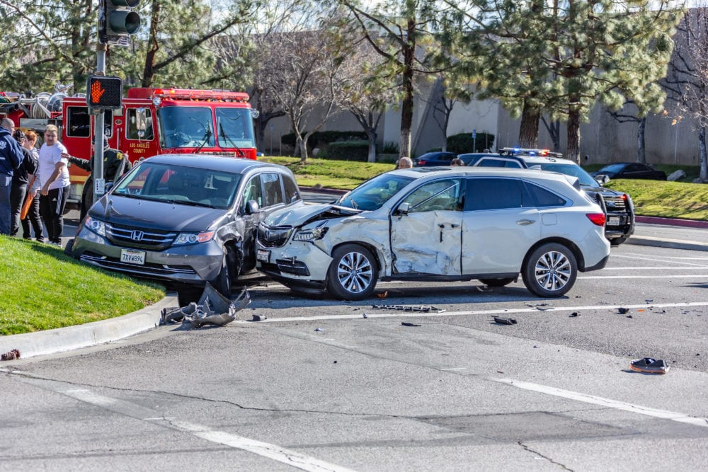 One hurt in three-vehicle Valencia crash