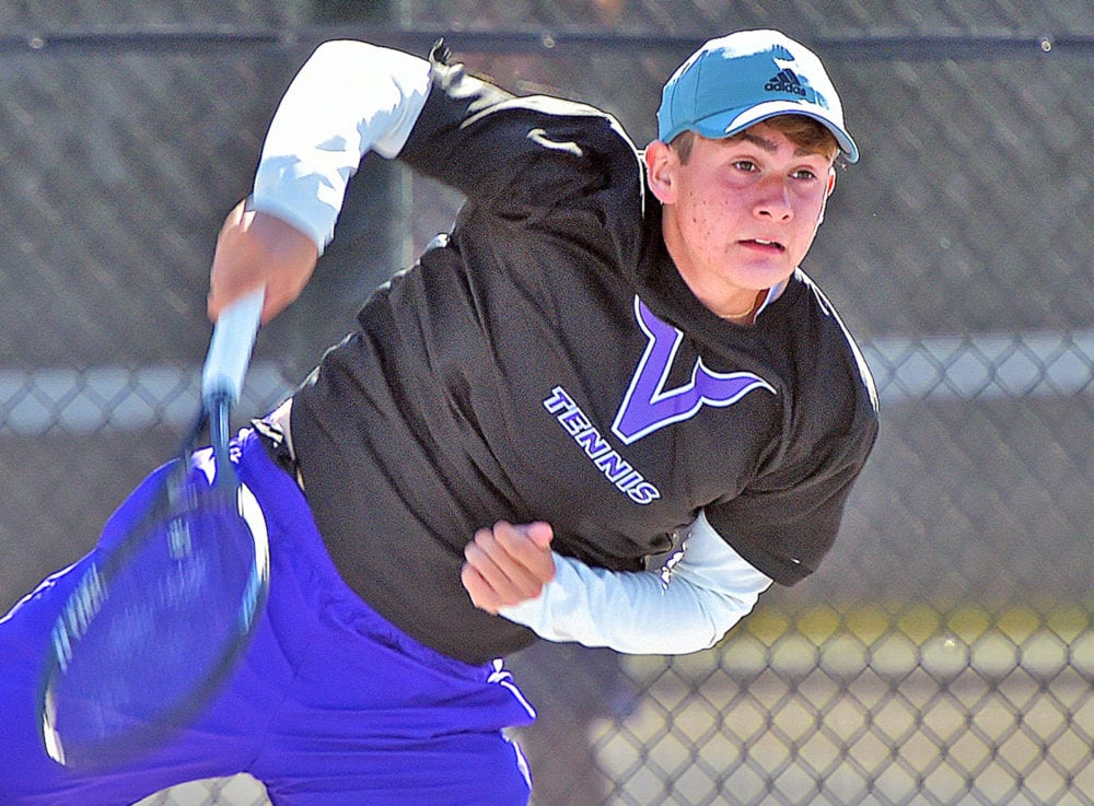 Valencia boys tennis wins tight sets to defeat Hart