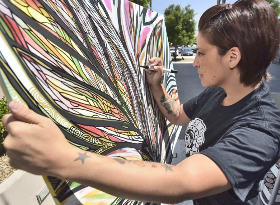 Los Angeles artists leads Santa Clarita residents in live demonstration