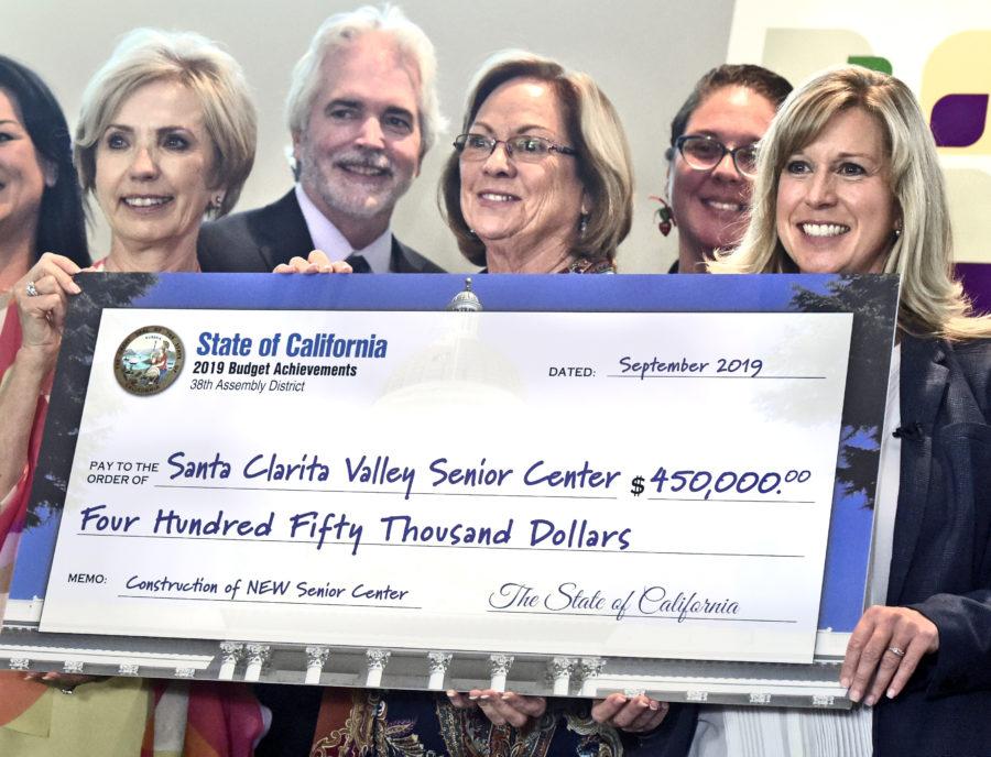 Smith presents $450,000 to Bella Vida