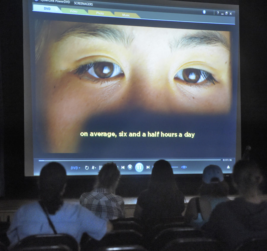 Screenagers: Castaic parents learn about the dangers of the digital age