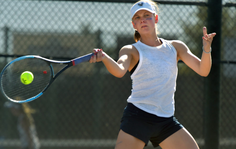 West Ranch girls tennis claims sole possession of first place with win over Valencia