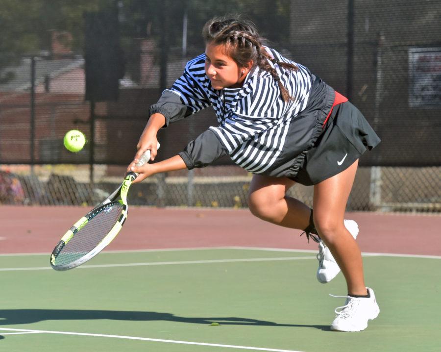 Hart girls tennis holds off Golden Valley