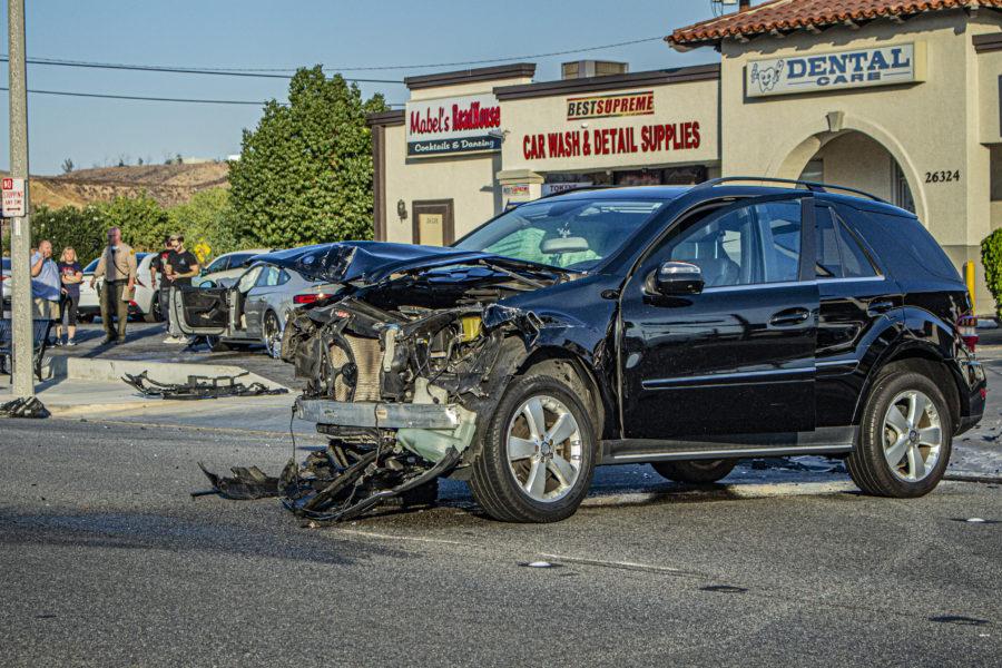 Saugus traffic collision involves 5 vehicles, ambulances on scene
