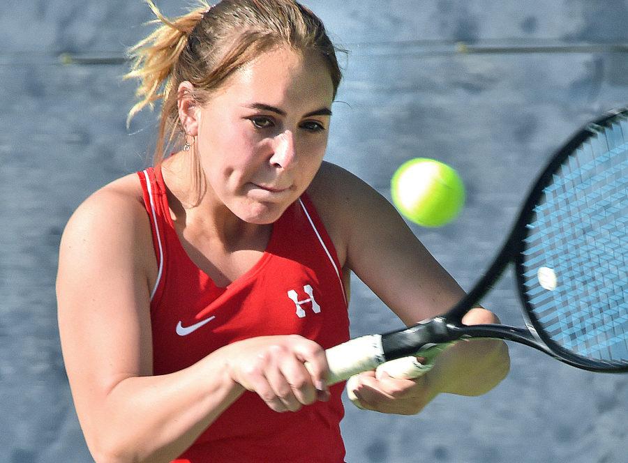 Hart tennis beats Saugus to earn No. 3 spot in league