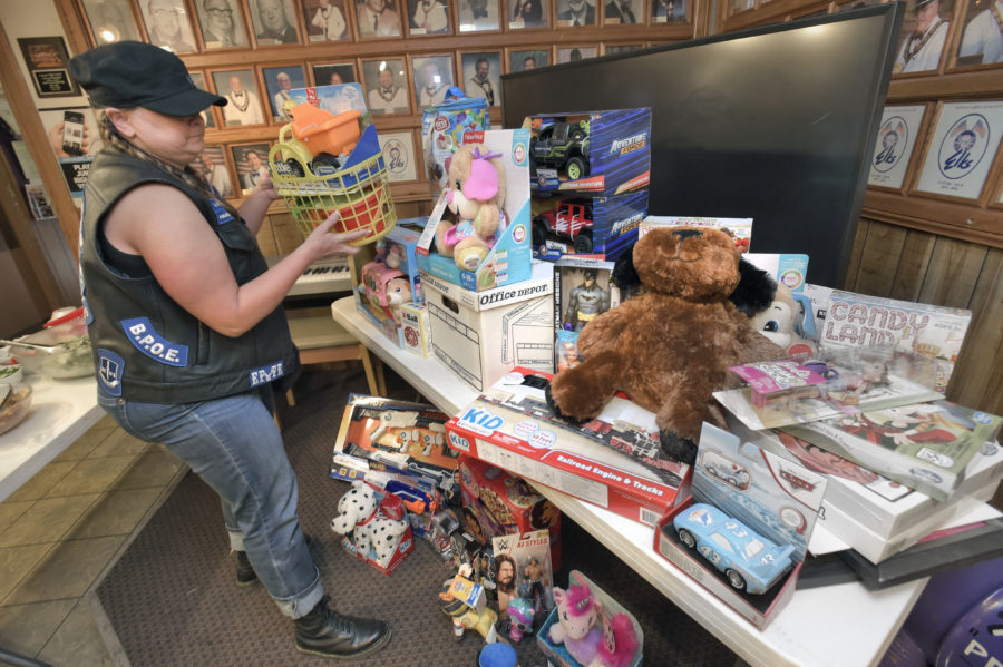 Elks Lodge collects toys for veterans' children