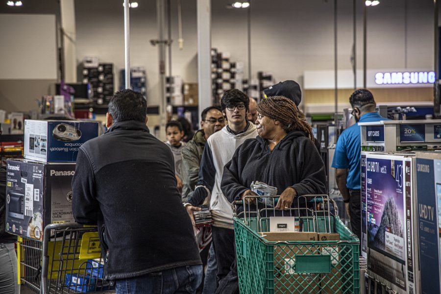 Santa Clarita residents take advantage of Black Friday deals