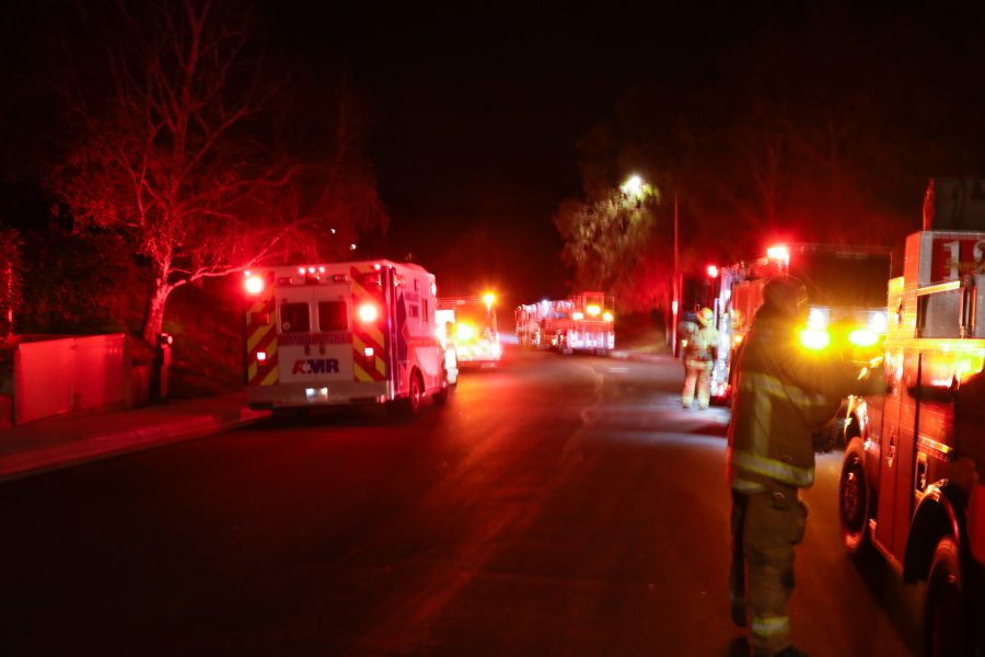 Firefighters extinguish small fire in apartment complex