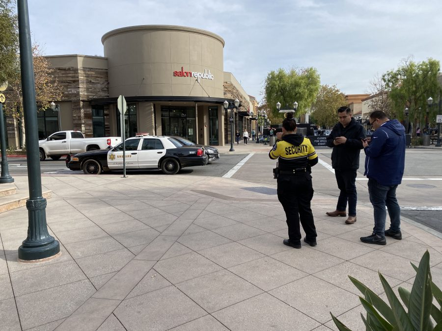 Deputies respond to possible robbery at Westfield Valencia Town Center, one detained
