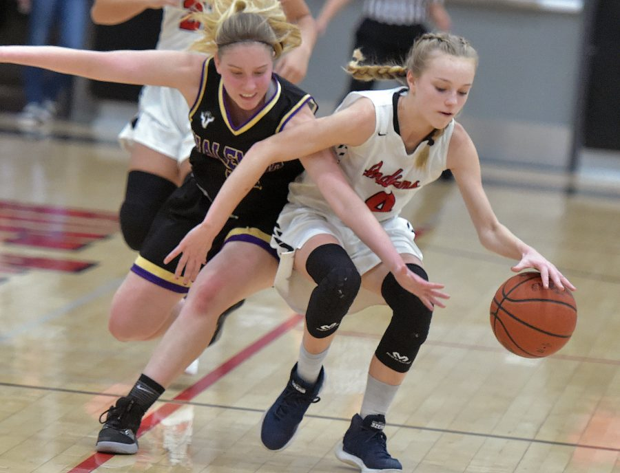 Valencia girls hoops beats Hart to get back in win column