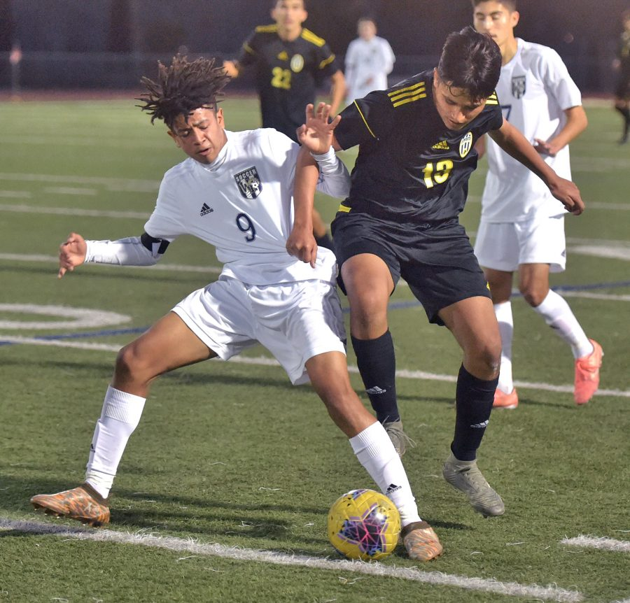 Wildcats boys soccer shuts out Canyon to capture first league win