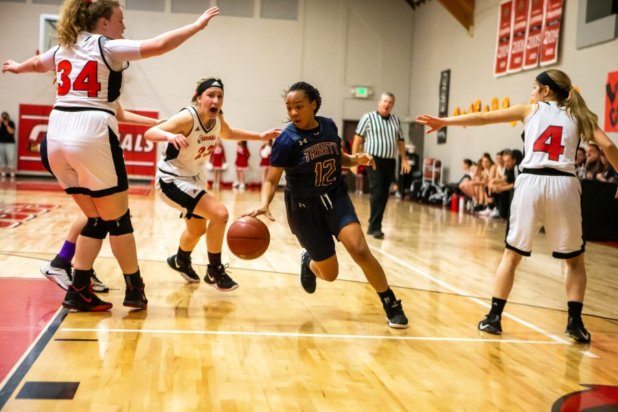 Trinity girls hoops clinches Heritage League title against SCCS