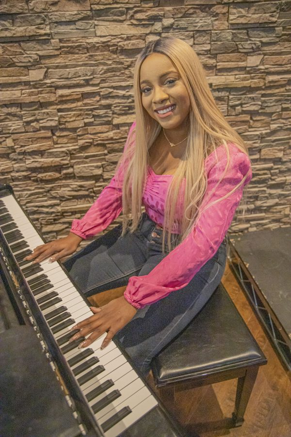 Local singer Stina releases first single