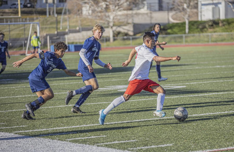 Hart boys soccer wins Foothill League outright with last-minute goal; GV and Valencia win