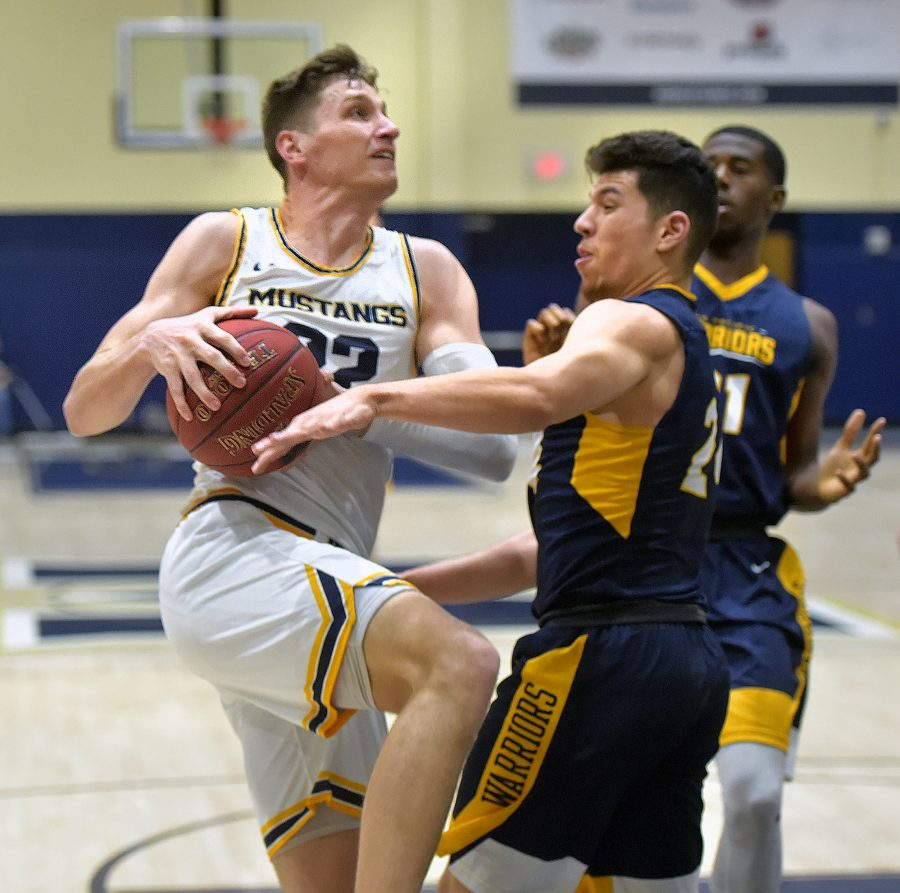 TMU men's basketball dominates in final home game