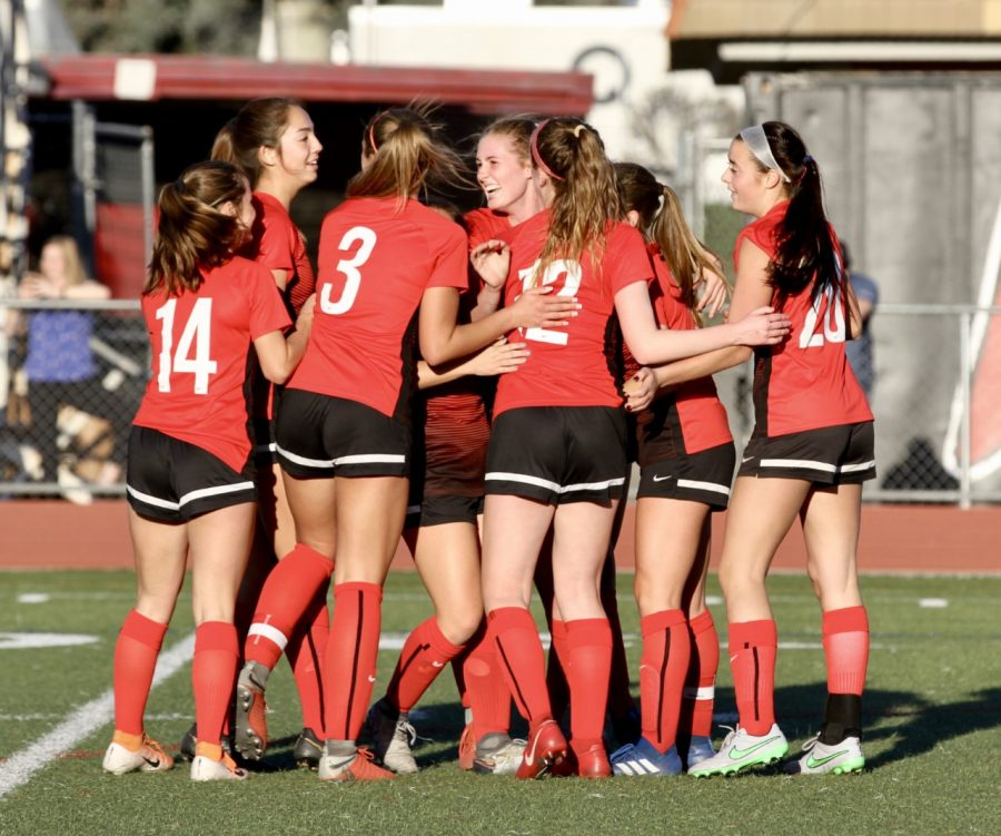 Hart girls soccer beats Saugus, secures undefeated league title