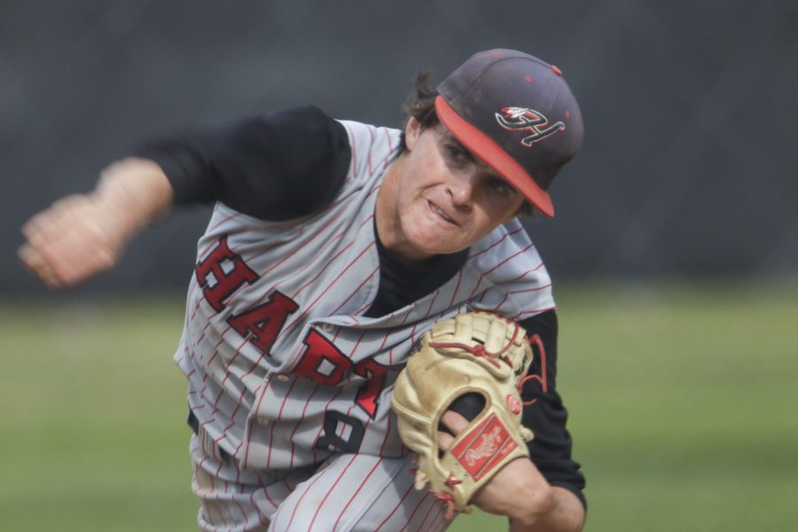 Hart's Niednagel dominates on the mound against Saugus