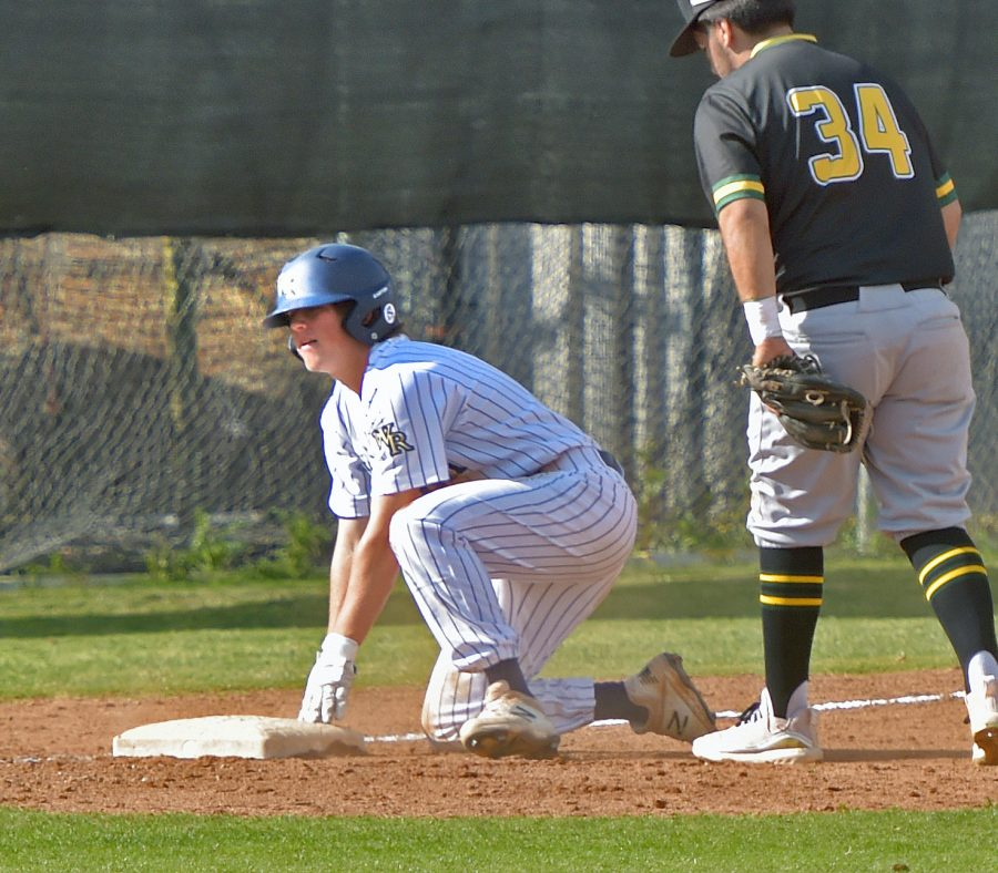 West Ranch baseball tops Canyon to stay perfect in league play