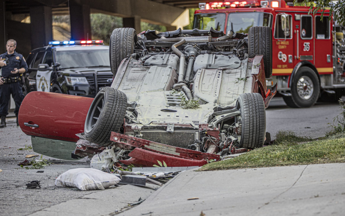 Two vehicles plunge over side in Interstate 5 crash