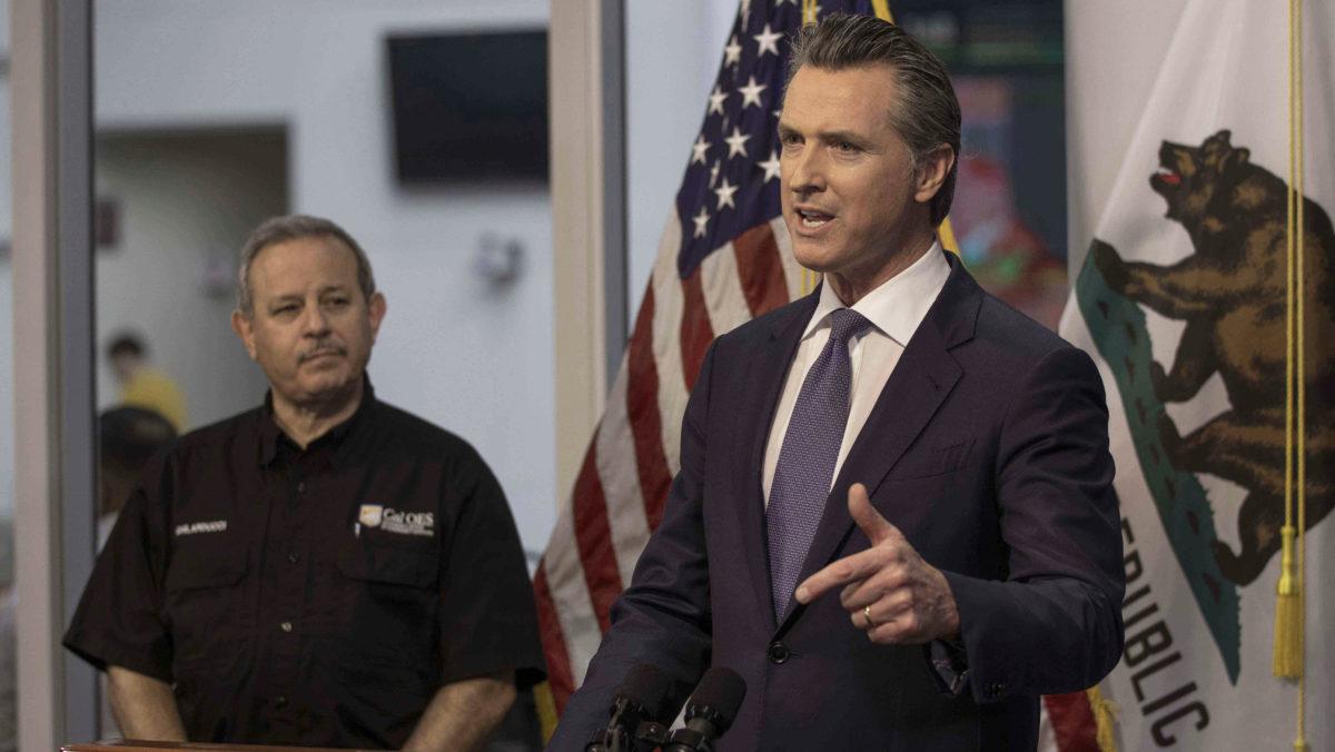 Newsom ordena que se detengan muchas operaciones en interiores