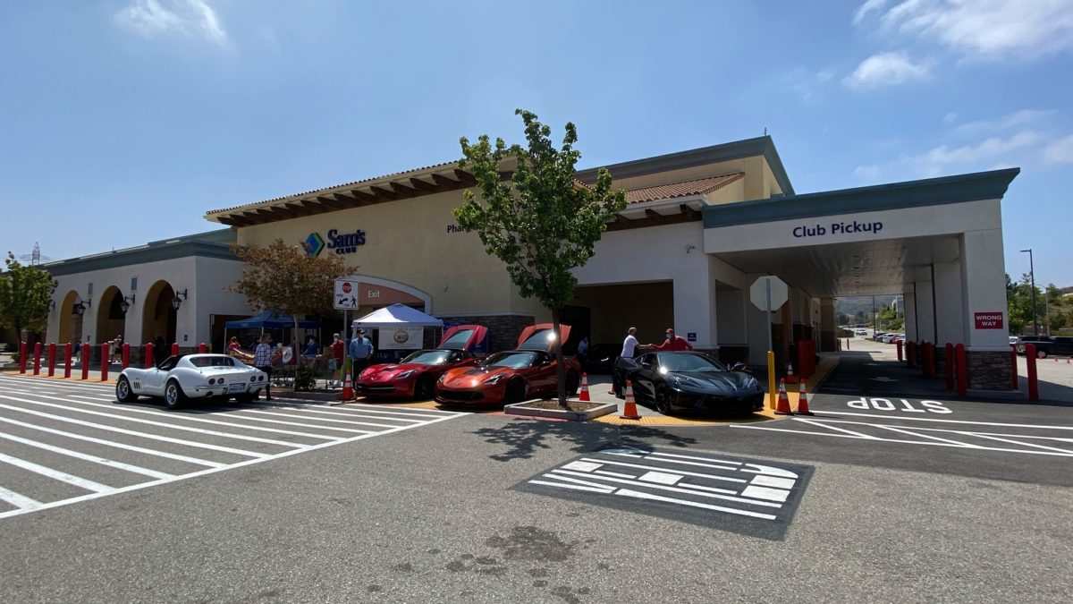 Corvette Club hosts food drive